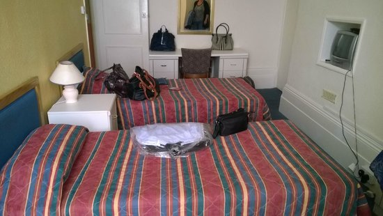 Carlton Hotel: Room2