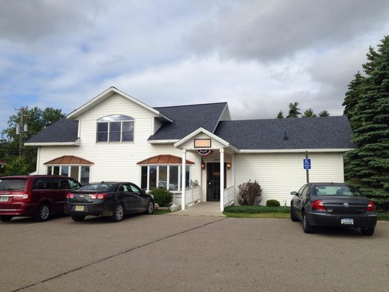The Boathouse Bar and Grill: Located in the downtown of Caseville