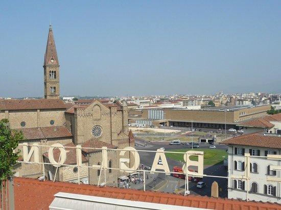 Grand Hotel Baglioni Firenze : Estação de trens e Santa Maria Novella
