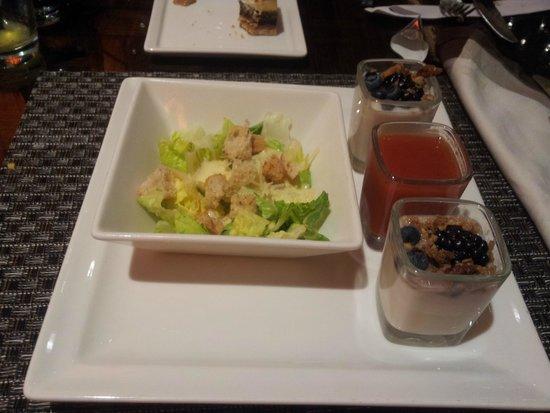 Wicked Spoon : Mini saladas e mini parfaits.