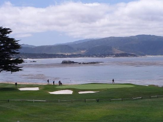 Pebble Beach Golf Links: 18th green from The Lodge