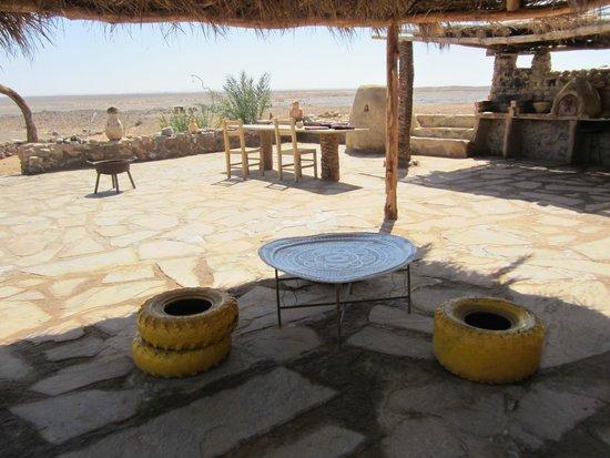 Maison Boutchrafine: La belle terrasse, dehors avec une vue infinieee