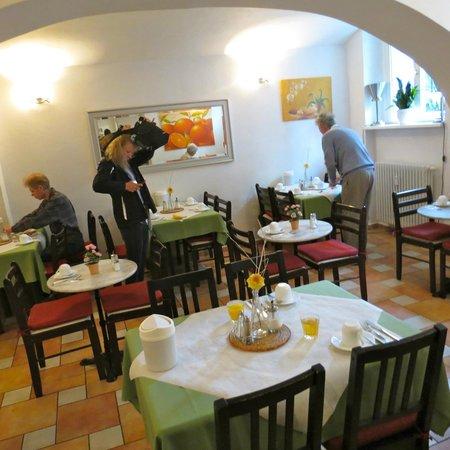 Hotel Amelie Berlin: Breakfast Eating Area