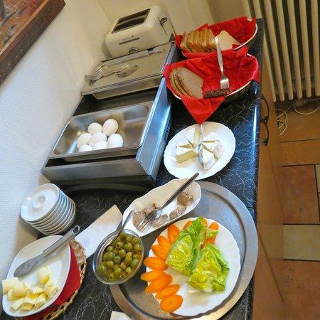 Hotel Amelie Berlin : Breakfast Bar