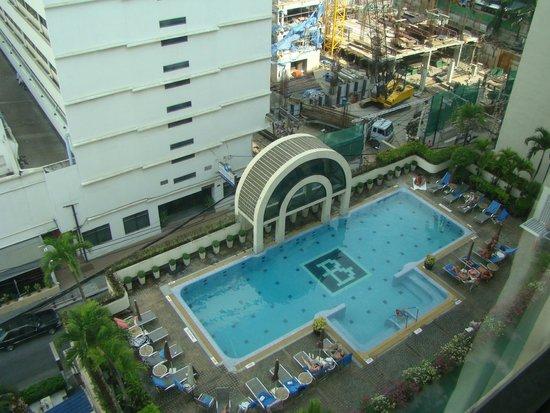 BelAire Bangkok: pool
