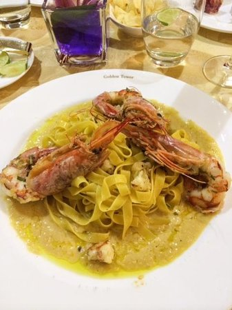 Golden Tower Hotel & Spa : Prawn pasta with chickpea sauce - yummy!