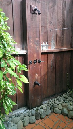 Ti Kaye Resort & Spa: Outdoor shower