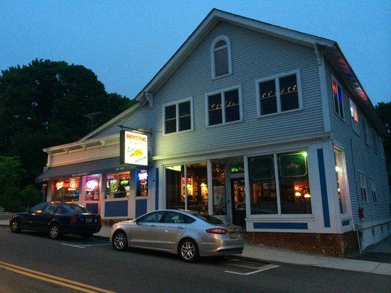 Mystic Pizza : The Store