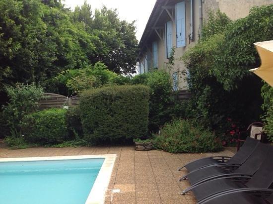 Hotel de Bordeaux: by the pool