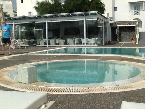 El Greco: Enclosed bar in the pool area