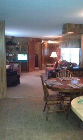 Spruce Lake RV Park : large cabin