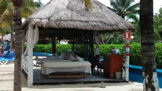 Sandos Caracol Eco Resort : massage on the beach--$35 an hour, USD