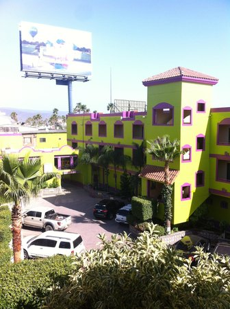 Hotel Santo Tomas: Hotel court yard for parking