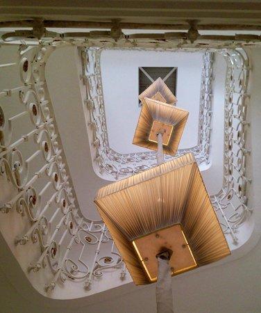 Boscolo Exedra Nice, Autograph Collection: cage d'escalier
