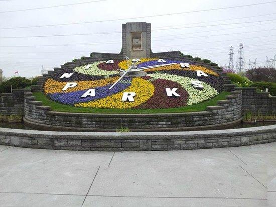 Queen Tour Niagara Falls Tours : Niagara Floral Clock