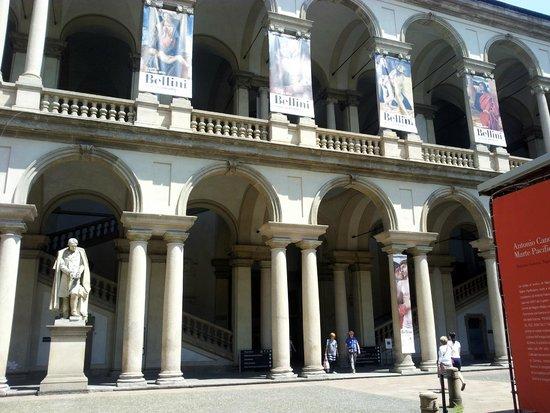 Pinacoteca di Brera: Courtyard