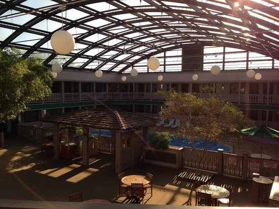 Elk Grove Hotel: 室内プールです。