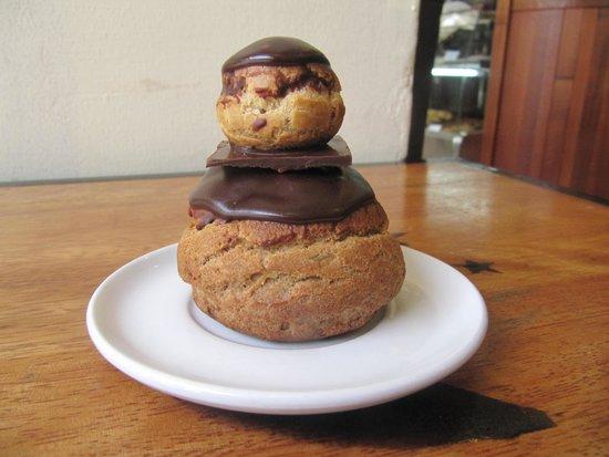 La Boulangerie de Paris: Religieuse au chocolat
