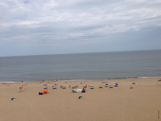Wyndham Virginia Beach Oceanfront : The middle view from our balcony