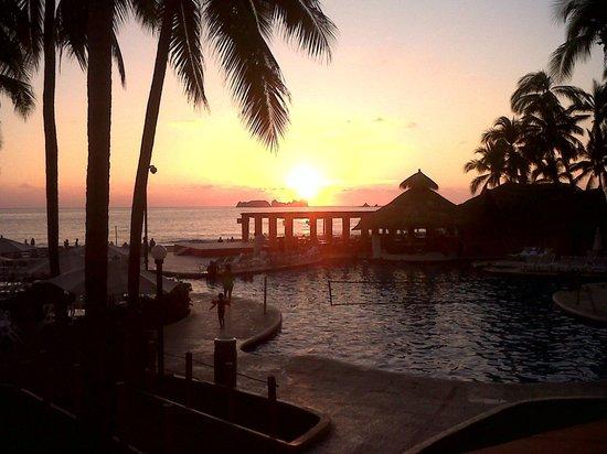Holiday Inn Resort Ixtapa : Alberca actividades