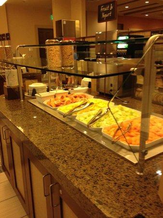 Embassy Suites by Hilton Orlando Lake Buena Vista South: Breakfast buffet