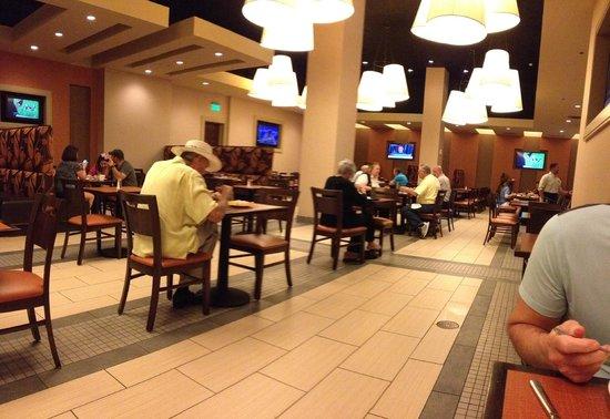 Embassy Suites by Hilton Orlando Lake Buena Vista South: Restaurant eating area