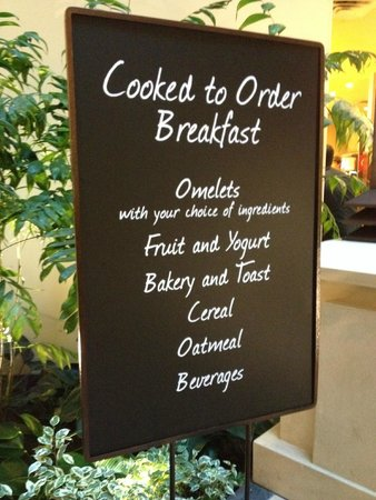 Embassy Suites by Hilton Orlando Lake Buena Vista South: What's for breakie?