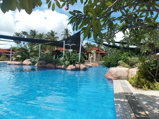 Meritus Pelangi Beach Resort & Spa, Langkawi: Family pool