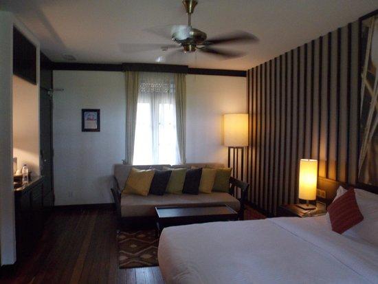 Meritus Pelangi Beach Resort & Spa, Langkawi: Lounge area in our suite