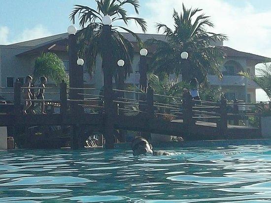 Grand Palladium Imbassai Resort & Spa: el puentecito que hay en las piscinas