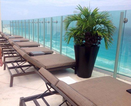 Beach Palace: Sky bar sun loungers