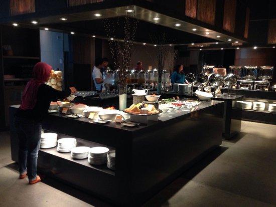 Novotel Bangkok Platinum Pratunam: Breakfast spread
