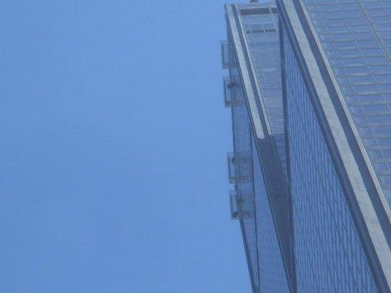 Skydeck Chicago - Willis Tower: 下から見上げた!