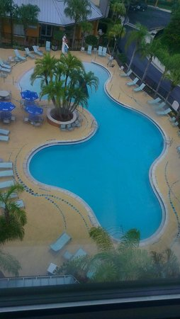 SpringHill Suites Orlando at SeaWorld® : View of the pool area from the elevator on the 6th floor
