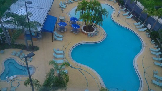 SpringHill Suites by Marriott Orlando at SeaWorld: View of the pool area from the elevator on the 6th floor