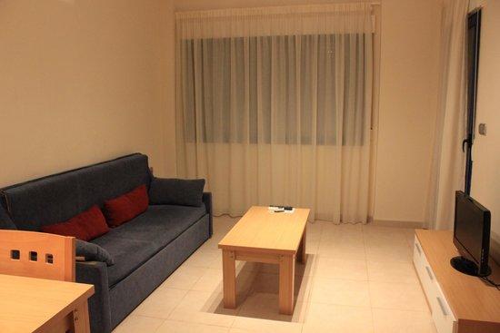 Apartamentos Turísticos Alicante Hills: гостинная