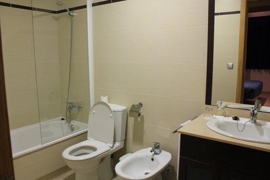 Apartamentos Turísticos Alicante Hills: первая ванная
