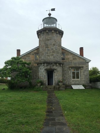 Old Lighthouse Museum: stonington Light house
