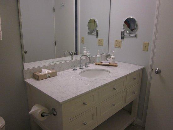 Winnetu Oceanside Resort: Bathroom
