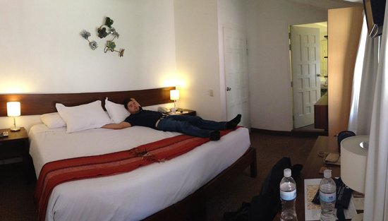 Tierra Viva Cusco Saphi : Giant bed in our large (relative to Peruvian hotels) room!
