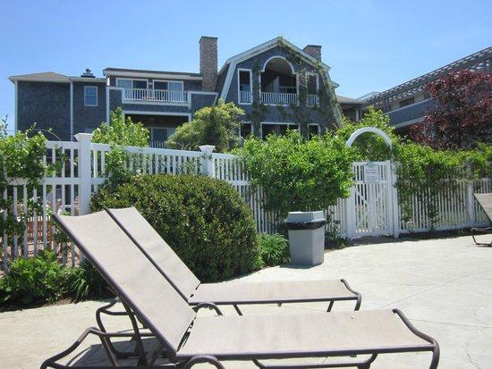 Winnetu Oceanside Resort: View of the Hotel from the Pool Deck