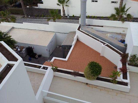 Vincci Tenerife Golf Hotel: vu sur les poubelles et la cheminée des cuisines