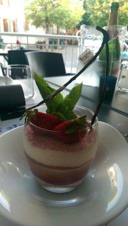 Le comptoir à Bulles : Tiramisu biscuit rose smoothie fraise