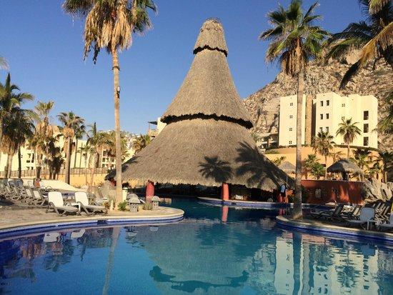 Sandos Finisterra Los Cabos : Swim up bar. Awesome pools