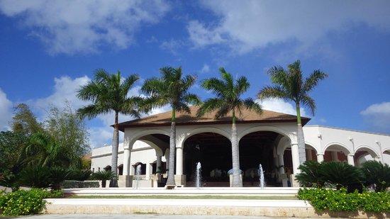 Dreams Punta Cana Resort & Spa: Lobby.