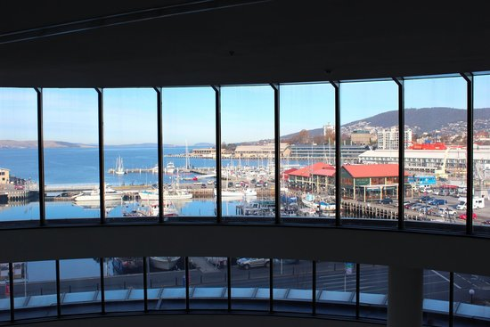 Grand Chancellor Hotel Hobart: looking out to hobart Harbor