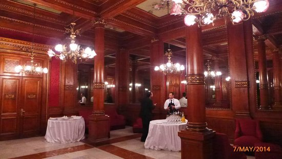 Teatro Massimo: the Private cocktail room of the Royal Box