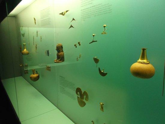 Museo del Oro Zenu : Cartagena, Colombia. Museo del Oro Zenú. Piezas hermosas hechas en oro.