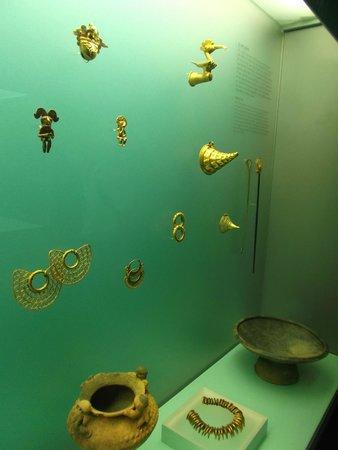 Museo del Oro Zenu : Cartagena, Colombia. Museo del Oro Zenú. Hermosas piezas de oro.