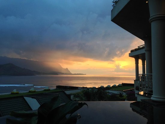 St. Regis Princeville Resort : Sunset from Makana Terrace (dinner)